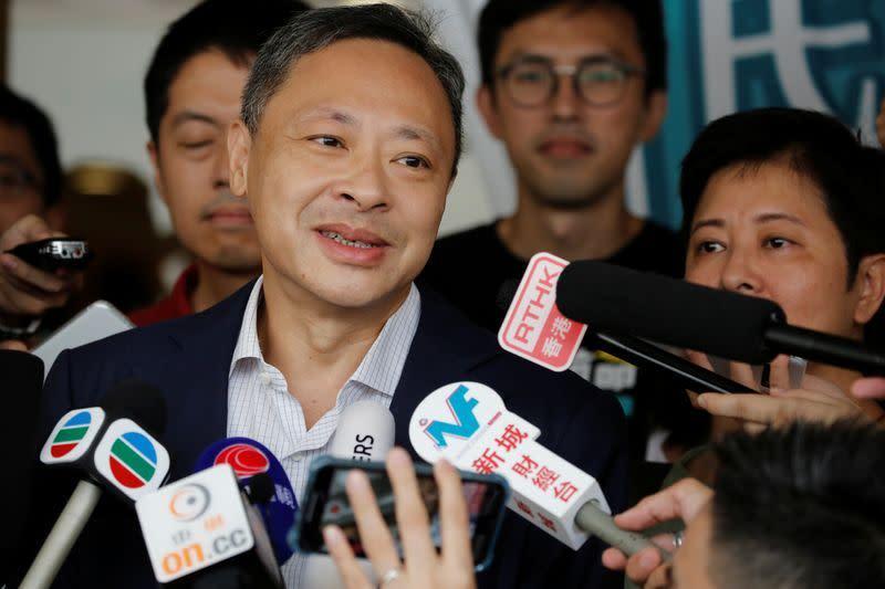 Universitas Hong Kong memecat aktivis veteran demokrasi
