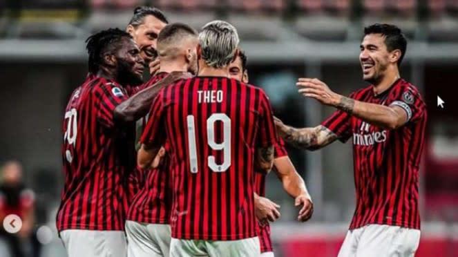 AC Milan merayakan gol