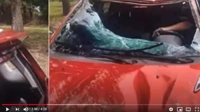 Mobil Sandra Dianne rusak parah akibat kecelakaan