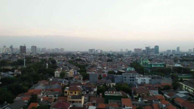 Warga Jakarta Diminta Waspadai Hujan Disertai Petir Sore Nanti