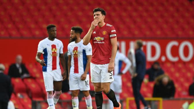 Kapten Manchester United, Harry Maguire lesu saat timnya dikalahkan Crystal Palace, Minggu (20/9/2020) dini hari WIB. (SHAUN BOTTERILL / POOL / AFP)