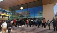 中國官方高調紀念抗美援朝 民間熱搶蘋果新機(2) (圖)