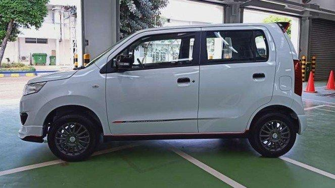 Tampilan sisi Karimun Wagon R edisi 50 Tahun Suzuki di Indonesia
