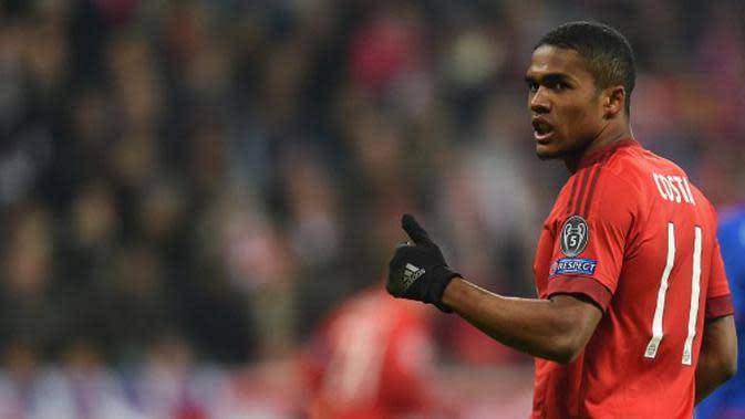 Douglas Costa pada periode pertama bersama Bayern Munchen. (AFP/Christof Stache)