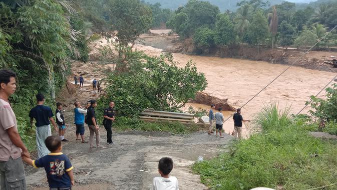 Upaya Korban Banjir Bandang Lebak Buka Akses untuk Lanjutkan Aktivitas