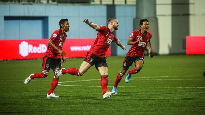 Selebrasi Melvin Platje usai membobol gawang Tampines Rovers pada babak kualifikasi Liga Champions Asia. Bali United menang 5-3. (Dok. Bali United)