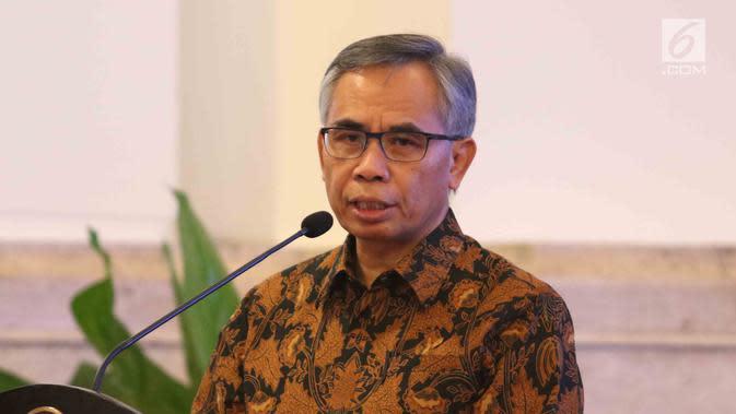 Kepala OJK Wimboh Santoso menyampaikan paparan dalam pertemuan dengan pimpinan bank umum Indonesia di Istana Negara, Jakarta, Kamis (15/3). (Liputan6.com/Angga Yuniar)
