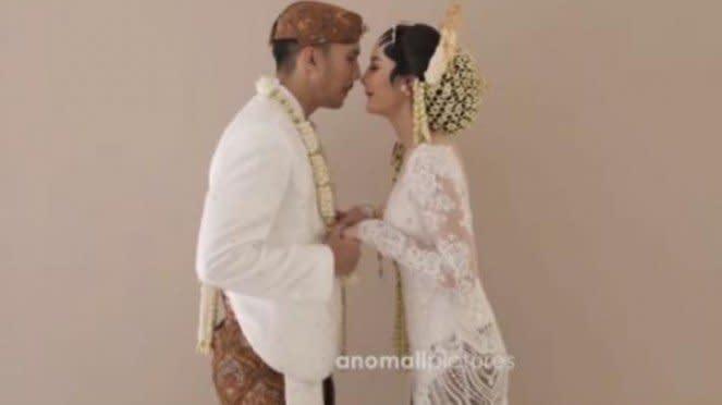 Pernikahan Ovi Dian dan Helmi Rahman.