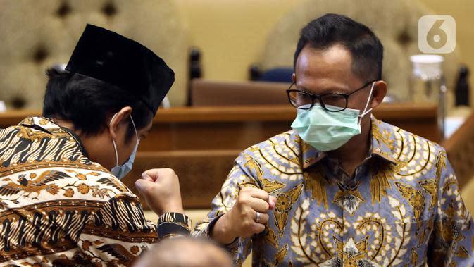 Menteri Dalam Negeri Tito Karnavian saat rapat kerja dengan Komisi II DPR di Kompleks Parlemen, Jakarta, Rabu (24/6/2020). Rapat membahas pendahuluan RAPBN TA 2021, rencana kerja pemerintah, serta upaya dan kinerja pemerintah daerah dalam menangani pandemi COVID-19. (Liputan6.com/Johan Tallo)
