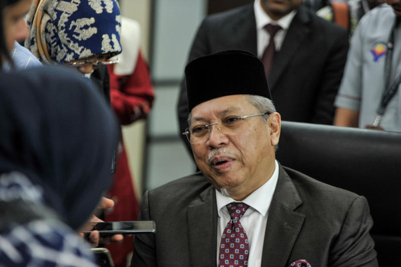 Federal Territories Minister Tan Sri Annuar Musa today defended the ministry's decision to sack current members of the Resident Representative Council. — Picture by Shafwan Zaidon
