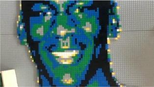 肺炎疫情:為解悶用樂高積木砌藝術品的姑娘