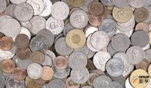 美元急彈 人民幣中間價調貶近200基點