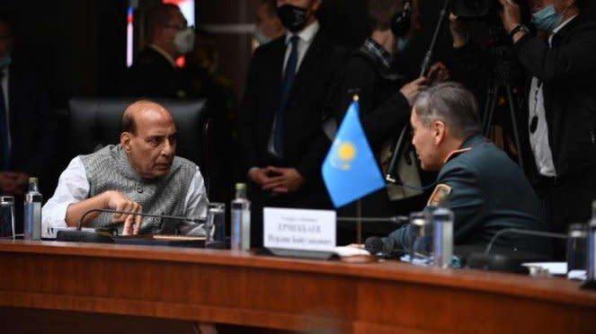 VIVA Militer :Menhan India Rajnath Singh dan Menhan Rusia Jenderal Sergey Shoigu