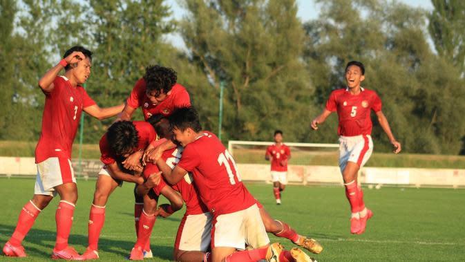 Timnas Indonesia U-19 merayakan gol ke gawang Arab Saudi dalam laga uji coba bertajuk International U-19 Friendly Tournament 2020, Jumat (11/9/2020). (foto: PSSI)