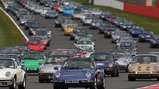 What 1,208 Porsche 911s on the same track sound like