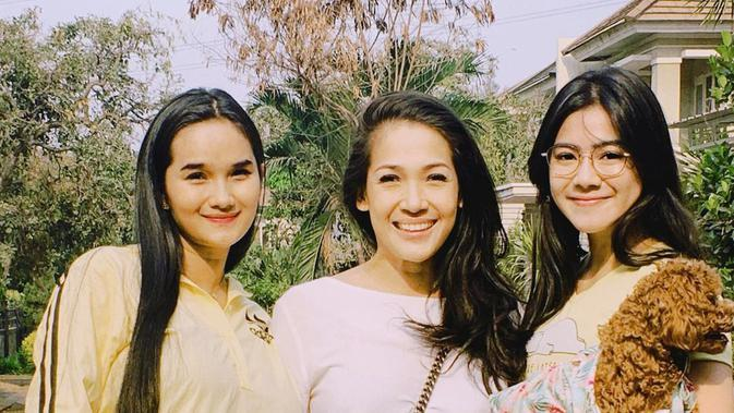 Kebersamaan Felicya Angelista, Mieke Amalia dan Faby Marcelia. (Sumber: Instagram.com/felicyangelista_)