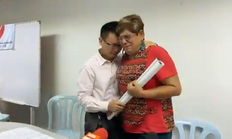 Shedding tears, Rahang rep quits DAP to be Harapan-friendly independent