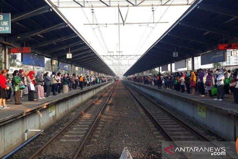 Stasiun Bekasi dipadati calon penumpang tujuan Jakarta