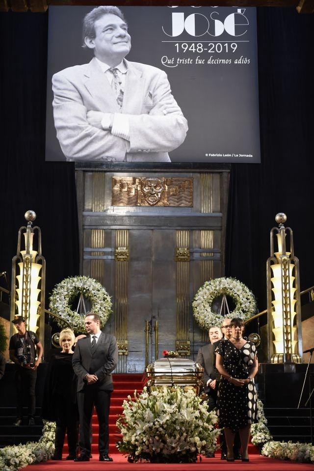 Mexico says last goodbye to legendary singer Jose Jose