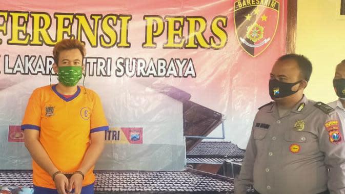Polisi di Surabaya tangkap pelaku pencurian beras (Foto: Liputan6.com/Dian Kurniawan)