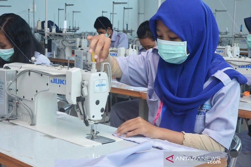 Kadin sebut industri tekstil masih gagap tekuni pembuatan APD