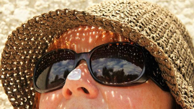 Ilustrasi penggunaan sunscreen. (dok. pixabay/Novi Thedora)