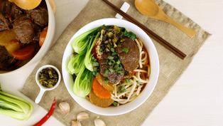 跟牛肉麵店一樣好吃!澎湃好料的「紅燒牛肉麵」輕鬆就能烹飪完成