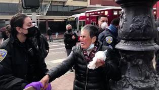 美國華人老太街頭受襲揮棍還擊,事後恐慌嚎哭