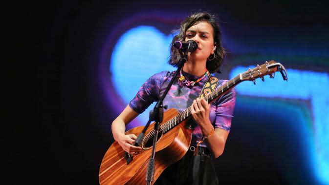 Eva Celia tampil di We The Fest. (Adrian Putra/Fimela.com)
