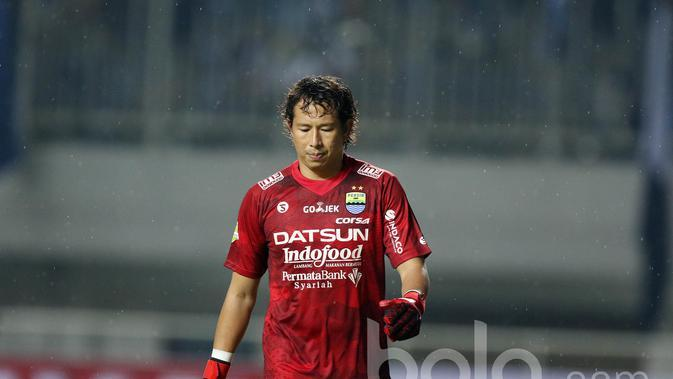 Kiper Persib Bandung, I Made Wirawan. (Bola.com/Nicklas Hanoatubun)