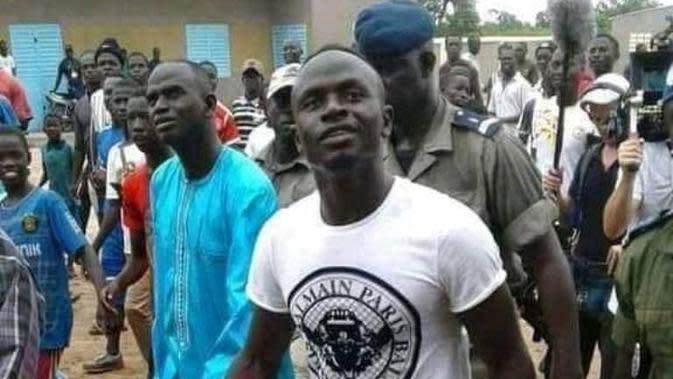 Pemain Liverpool Sadio Mane Liburan di Senegal. (dok.Twitter @stehoare/https://twitter.com/stehoare/status/881804975415971840/Henry)