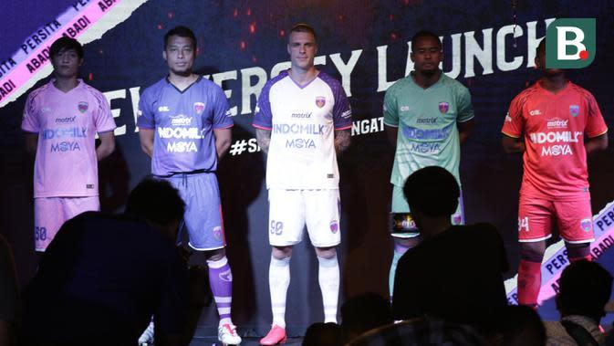 Pemain Persita Tangerang saat launching di Gading Serpong, Tangerang, Rabu, (26/2/2020). Jelang bergulirnya Shopee Liga 1 2020 Tim berjuluk Pendekar Cisadane ini memperkenalkan tim, jersey hingga logo baru. (Bola.com/M Iqbal Ichsan)