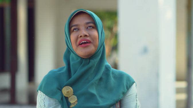 Siti Fauziah pemeran Bu Tejo dalam film pendek Tilik (Sumber: Instagram/ozie_zie)