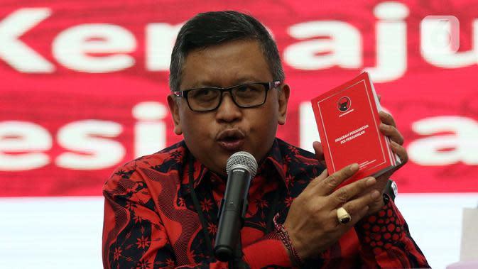 Sekjen PDIP Hasto Kristiyanto memberikan keterangan dalam konferensi pers di Jakarta, Rabu (8/1/2020). PDIP bakal menggelar Rapat Kerja Nasional I sekaligus HUT Ke-47 partai di JIExpo, Kemayoran, Jakarta Pusat pada 10-12 Januari 2020. (Liputan6.com/Johan Tallo)