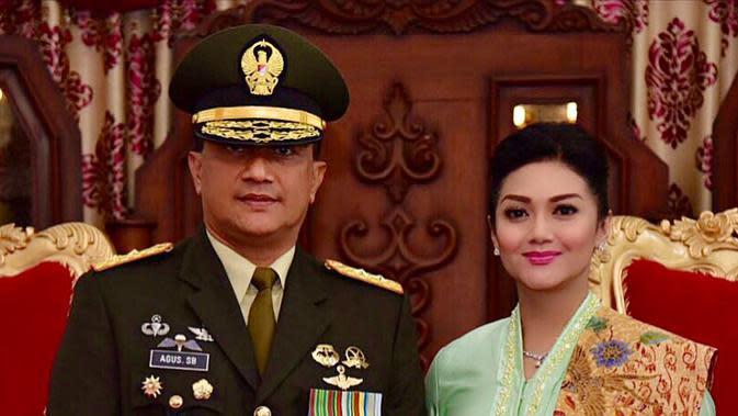 Aktris kelahiran Magelang itu fokus mendampingi suami tugas negara. Setelah Agus pensiun pada Desember 2019 silam, suami Bella Saphira di angkat sebagai Komisaris Utama PT Aneka Tambang. (Instagram/bellasaphiraofficial)