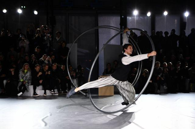 Issey Miyake delivered a real show with acrobats, musicians and dancers to present his 2020 fall-winter collection, which was marked by the designer's signature pleats. Paris, January 16, 2020
