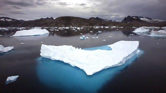 Bongkahan Es Raksasa Berusia 4.000 Tahun Ambruk