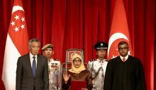 新加坡首位女總統就職 誓當全民總統