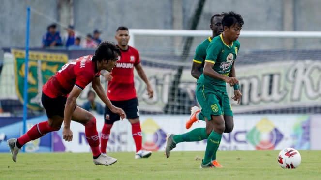 Pertandingan Madura United vs Persebaya Surabaya
