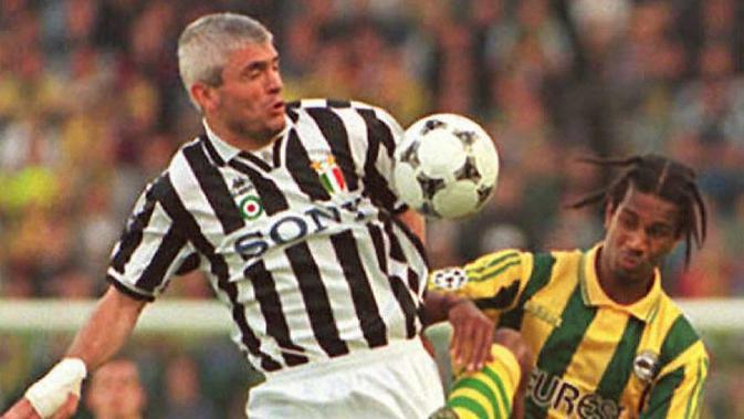 24 Tahun Lalu, Kali Terakhir Juventus Mengangkat Trofi Liga Champions