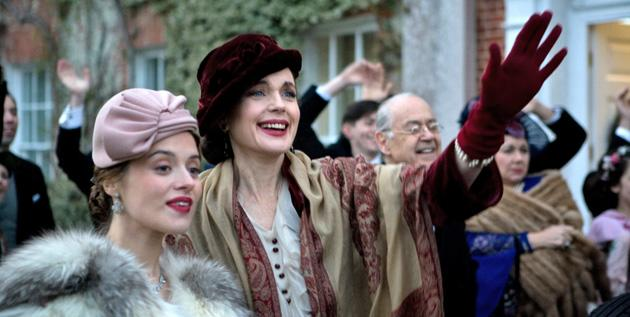 Elizabeth McGovern chats about 'Cheerful Weather for the Wedding,' 'Downton Abbey,' and domestic life