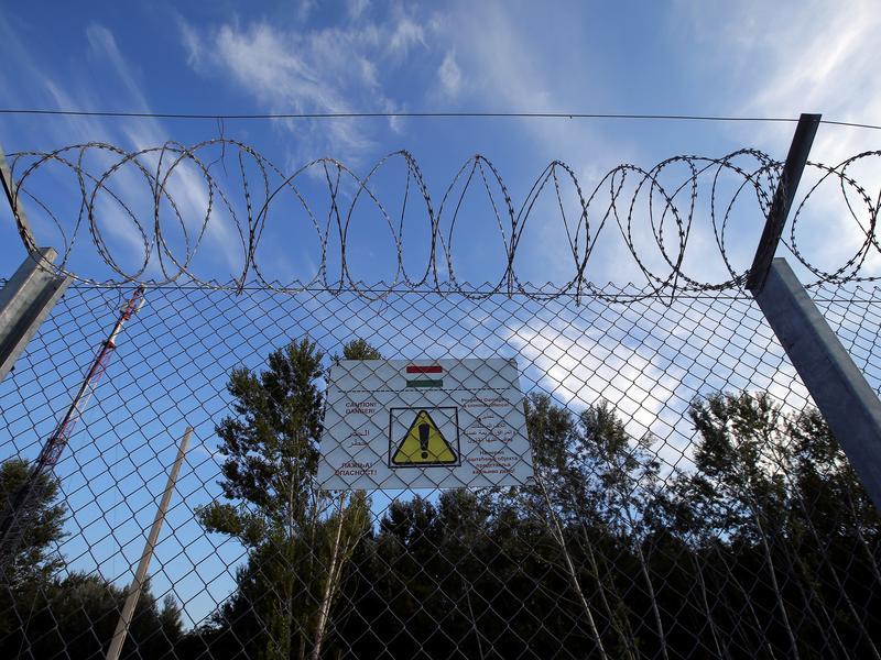 築圍籬搭鐵絲網 不甩配額拒收難民
