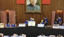 陳菊奇襲進立法院 綠藍激烈衝突 費鴻泰掛彩流血