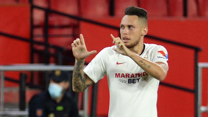 Gelandang Sevilla, Lucas Ocampos, merayakan gol yang dicetaknya ke gawang Eibar pada laga lanjutan La Liga pekan ke-34 di Estadio Ramon Sanchez Pizjuan, Selasa (7/7/2020) dini hari WIB. Sevilla menang 1-0 atas Eibar. (AFP/Cristina Quicler)