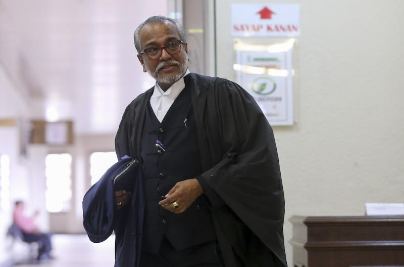 Tan Sri Muhammad Shafee Abdullah arrives at the Kuala Lumpur Court Complex April 25, 2019. — Picture by Firdaus Latif