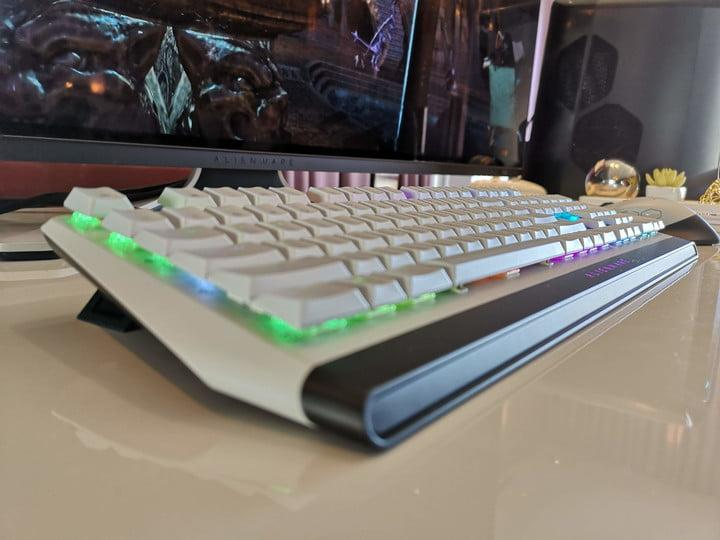 alienware gaming mouse keyboard monitor gamescom 2019 side profile of in lunar light