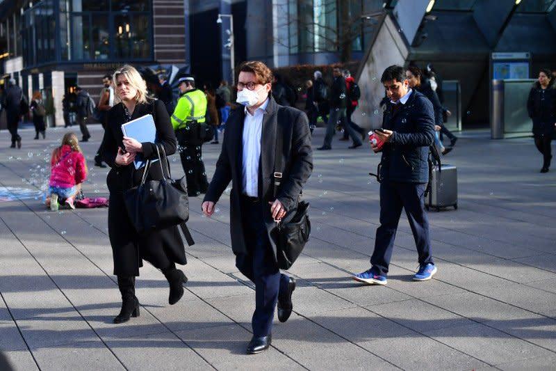 Saham Inggris merosot dengan indeks FTSE 100 jatuh 4,05 persen