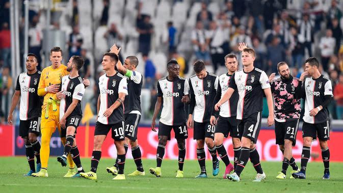 Para pemain Juventus merayakan kemenangan mereka atas Bayer Leverkusen pada matchday kedua Liga Champions di Allianz Stadium, Turin, Italia, Selasa (1/10/2019). Juventus menghajar Bayer Leverkusen 3-0. (Alessandro Di Marco/ANSA via AP)