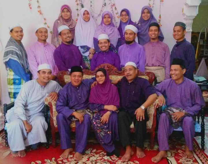 Throughout his entire childhood, Mohd Yazid said his mum was a pillar of strength who never 'admitted defeat' while bringing up her kids. — Picture from Facebook/Mohd Yazid Ismail