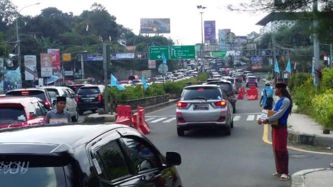 Antrean Kendaraan Menuju Puncak Bogor Capai 3 Kilometer